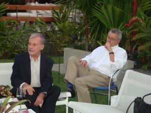 Al lado del Sr. Xabier Amezaga, el Sr. Fernando Eseverri, anfitrión del evento.